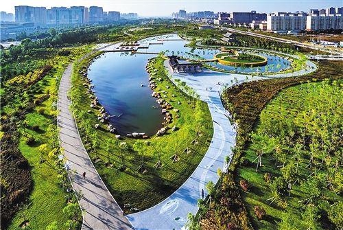 图为呼和浩特市丝绸之路公园美景。 (资料图片)